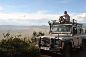 uitkijkend over de Ngorongoro krater