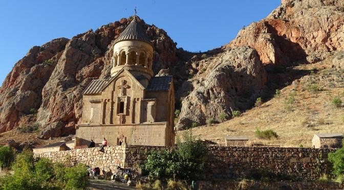 Klimmen zult gij ! Chillen op vier wielen in Armenië